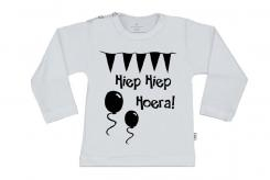 Wooden Buttons t-shirt lm Hiep Hiep Hoera wit